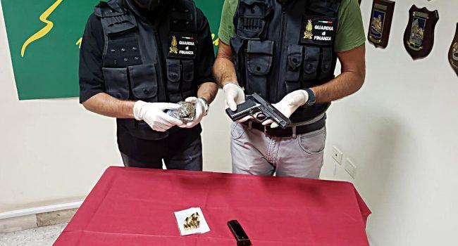 Guardia di Finanza: sequestrata un'arma, le munizioni e dello stupefacente ad un pregiudicato siracusano