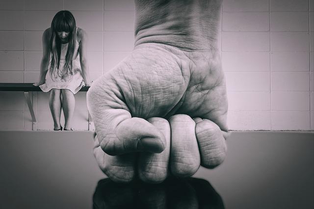 Fidanzato violento arrestato a Mirabella. Ha preso a botte più volte la sua ex ragazza